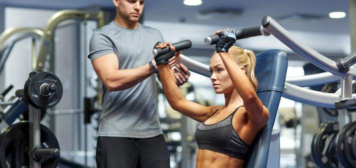 femme et homme faisant du sport